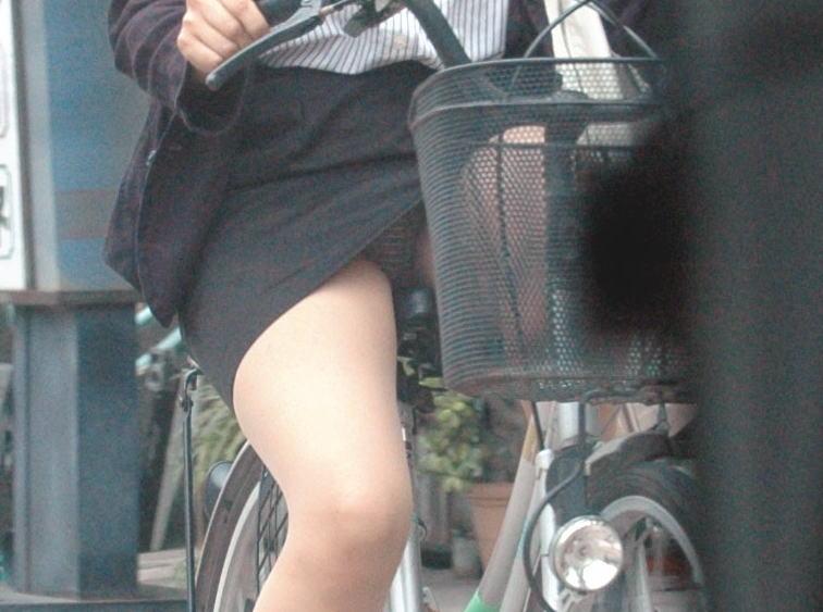 (自転車秘密撮影写真)スーツ姿の社内レディーさんのパンツ丸見えや太ももがえろ過ぎwww 31枚