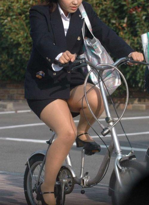 【自転車盗撮画像】スーツ姿のOLさんのパンチラや太ももがエロ過ぎwww 31枚 No.2