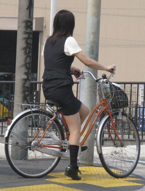 【自転車盗撮画像】スーツ姿のOLさんのパンチラや太ももがエロ過ぎwww 31枚 No.3