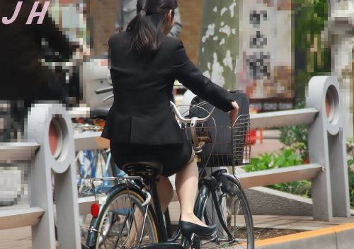 【自転車盗撮画像】スーツ姿のOLさんのパンチラや太ももがエロ過ぎwww 31枚 No.4