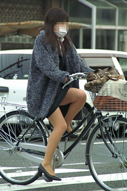 【自転車盗撮画像】スーツ姿のOLさんのパンチラや太ももがエロ過ぎwww 31枚 No.5