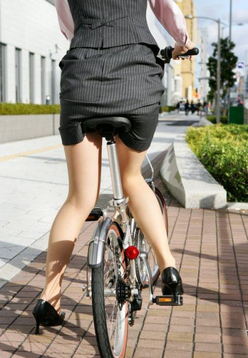 【自転車盗撮画像】スーツ姿のOLさんのパンチラや太ももがエロ過ぎwww 31枚 No.6