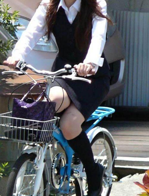【自転車盗撮画像】スーツ姿のOLさんのパンチラや太ももがエロ過ぎwww 31枚 No.12
