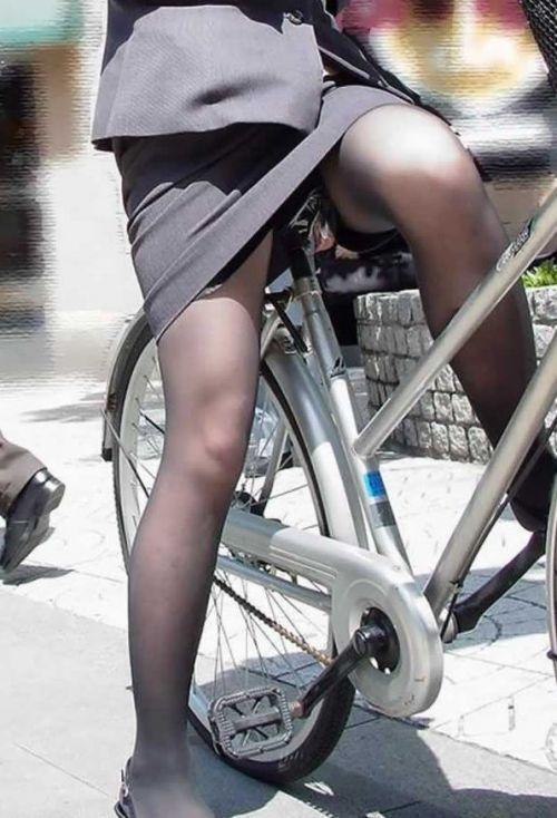 【自転車盗撮画像】スーツ姿のOLさんのパンチラや太ももがエロ過ぎwww 31枚 No.15