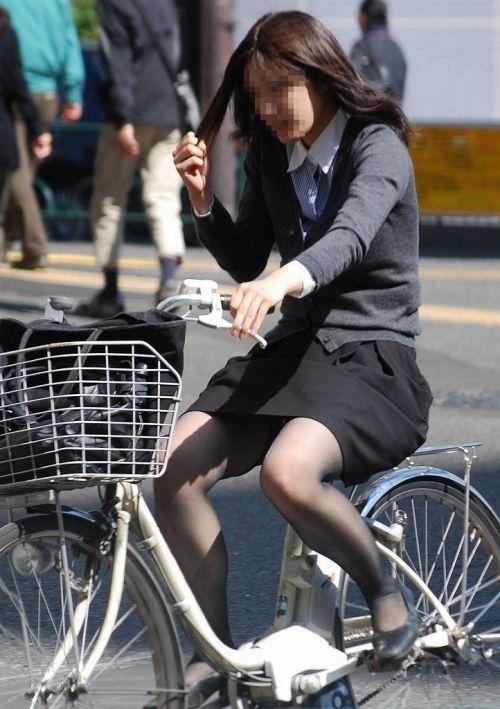 【自転車盗撮画像】スーツ姿のOLさんのパンチラや太ももがエロ過ぎwww 31枚 No.16
