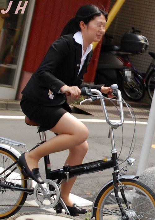 【自転車盗撮画像】スーツ姿のOLさんのパンチラや太ももがエロ過ぎwww 31枚 No.17