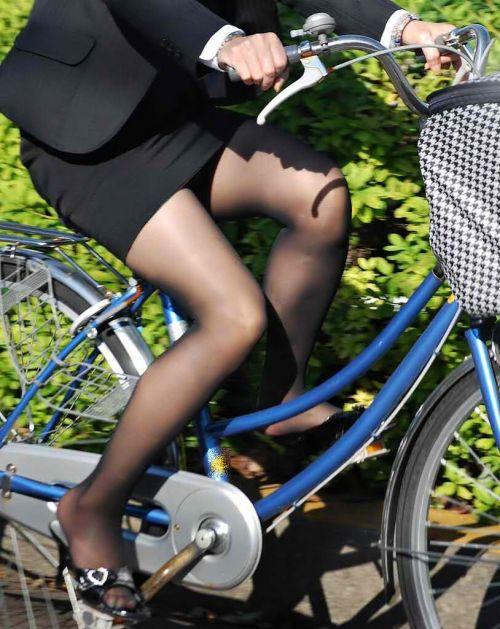 【自転車盗撮画像】スーツ姿のOLさんのパンチラや太ももがエロ過ぎwww 31枚 No.19