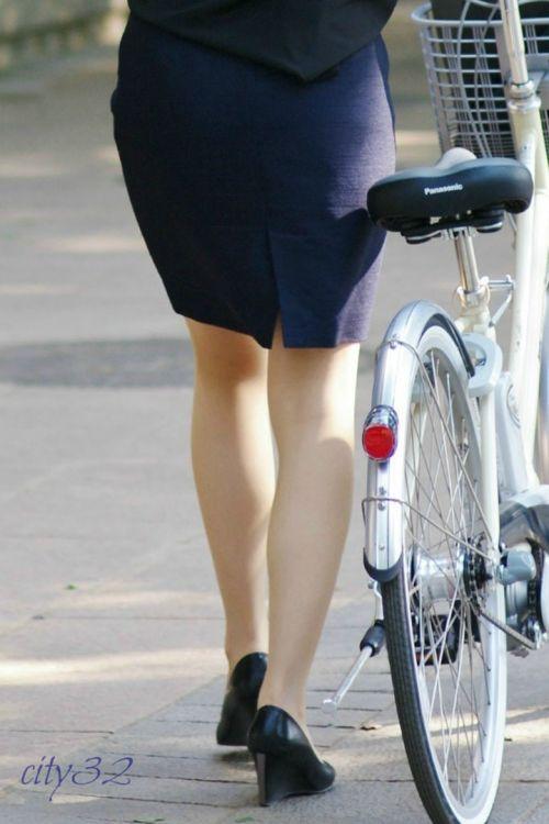 【自転車盗撮画像】スーツ姿のOLさんのパンチラや太ももがエロ過ぎwww 31枚 No.20