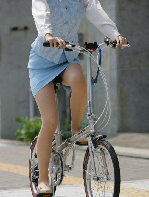 【自転車盗撮画像】スーツ姿のOLさんのパンチラや太ももがエロ過ぎwww 31枚 No.22