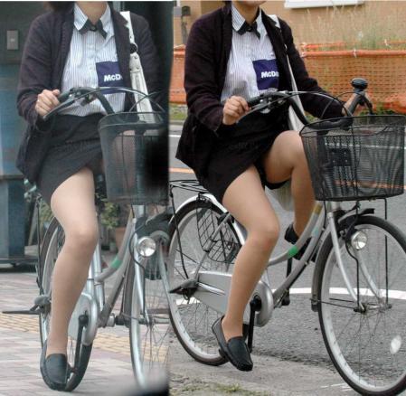 【自転車盗撮画像】スーツ姿のOLさんのパンチラや太ももがエロ過ぎwww 31枚 No.28
