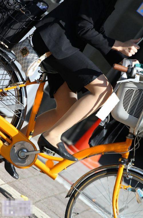 【自転車盗撮画像】スーツ姿のOLさんのパンチラや太ももがエロ過ぎwww 31枚 No.29