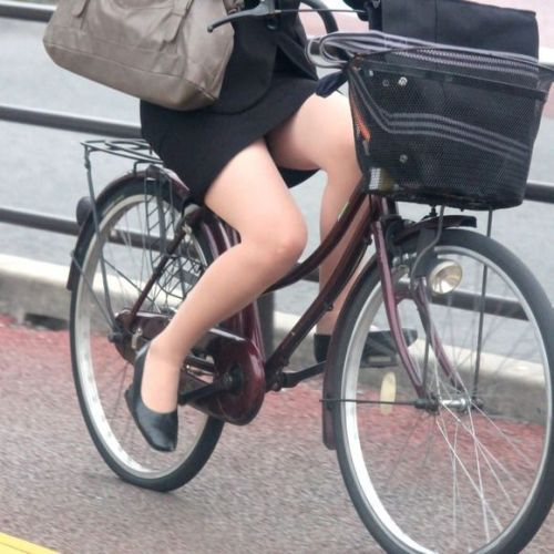【自転車盗撮画像】スーツ姿のOLさんのパンチラや太ももがエロ過ぎwww 31枚 No.30