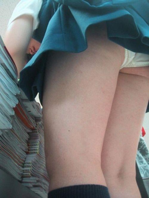 【盗撮画像】ショップ店員を逆さ撮りしたらパンティが派手でエロいwww 34枚 No.12