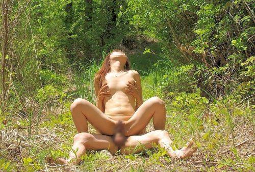 野外でも主導権を握りたい肉食系女子の騎乗位セックスエロ画像 35枚 No.12