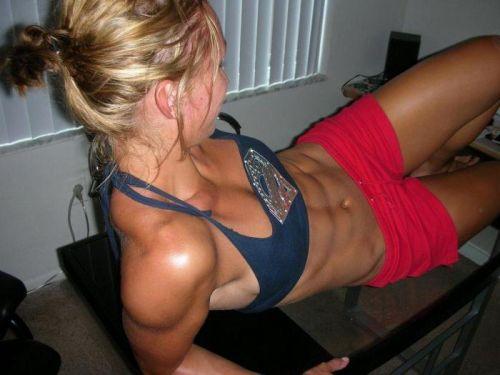 ムキムキの筋肉で腹筋バッキバキの巨乳外国人女性のエロ画像 37枚 No.22