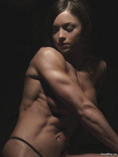ムキムキの筋肉で腹筋バッキバキの巨乳外国人女性のエロ画像 37枚 No.26
