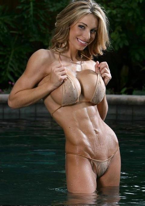 ムキムキの筋肉で腹筋バッキバキの巨乳外国人女性のエロ画像 37枚 No.29