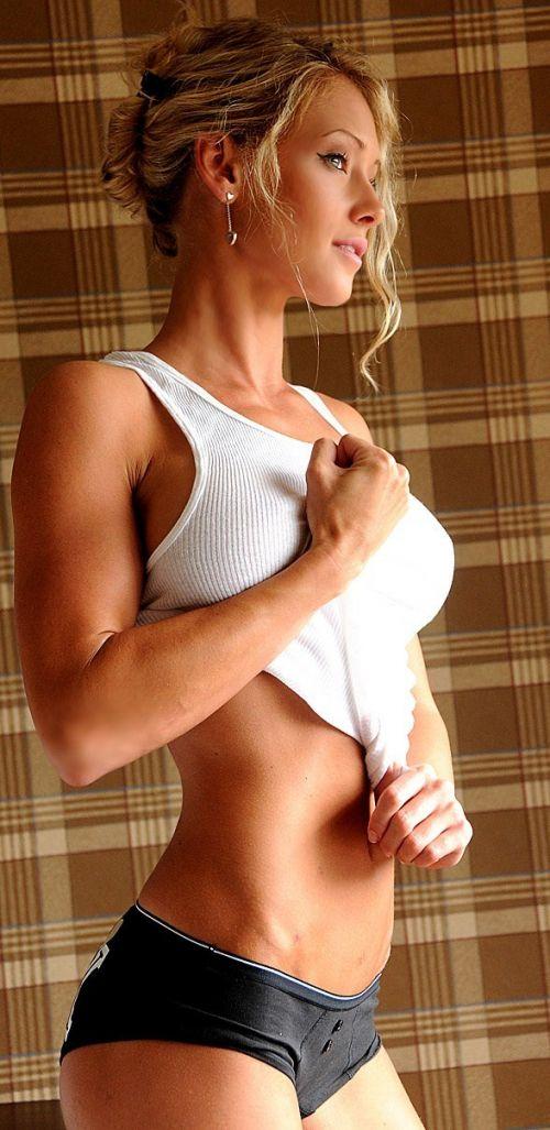 ムキムキの筋肉で腹筋バッキバキの巨乳外国人女性のエロ画像 37枚 No.35