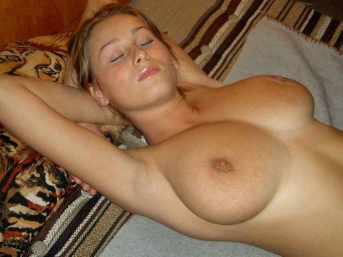 全裸でおっぱいやオマンコ丸出しで寝てる海外女性の盗撮エロ画像 35枚 No.16