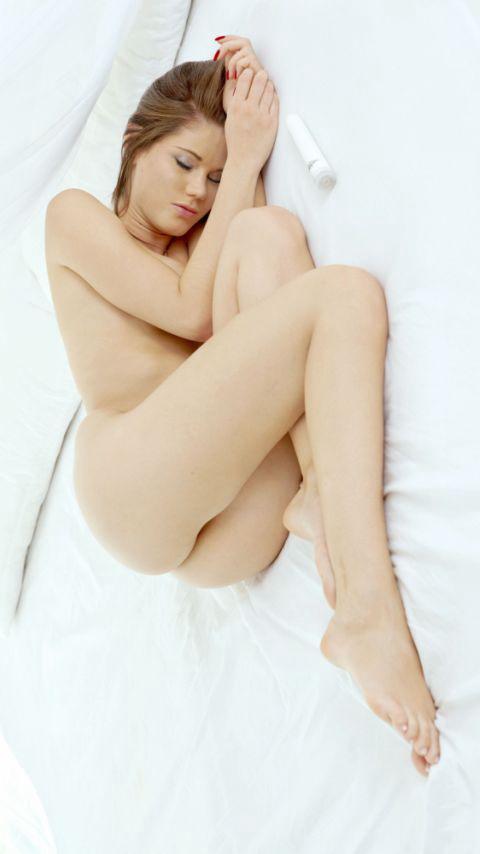 全裸でおっぱいやオマンコ丸出しで寝てる海外女性の盗撮エロ画像 35枚 No.17