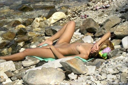全裸でおっぱいやオマンコ丸出しで寝てる海外女性の盗撮エロ画像 35枚 No.20