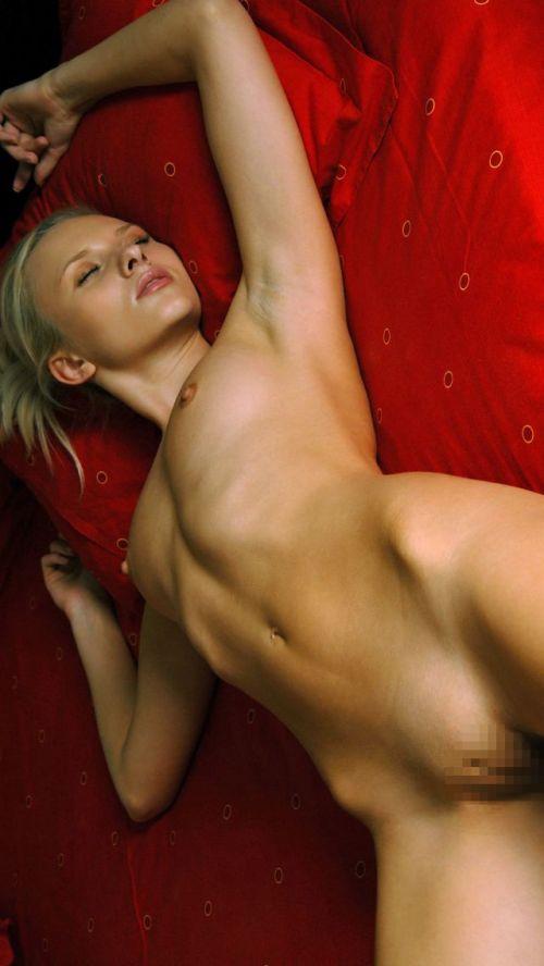 全裸でおっぱいやオマンコ丸出しで寝てる海外女性の盗撮エロ画像 35枚 No.29
