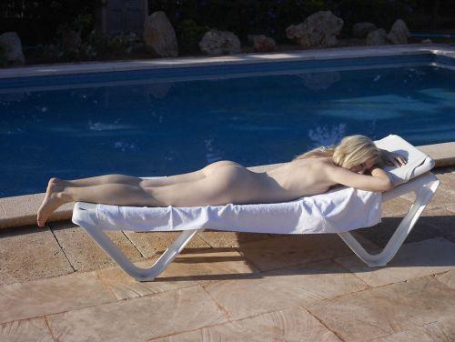 全裸でおっぱいやオマンコ丸出しで寝てる海外女性の盗撮エロ画像 35枚 No.31