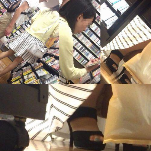 【ビデオ店盗撮】熟女のドスケベ股間がセクシーな棚下パンチラ! 33枚 No.14
