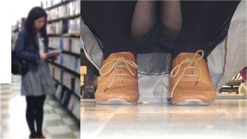 【ビデオ店盗撮】熟女のドスケベ股間がセクシーな棚下パンチラ! 33枚 No.17