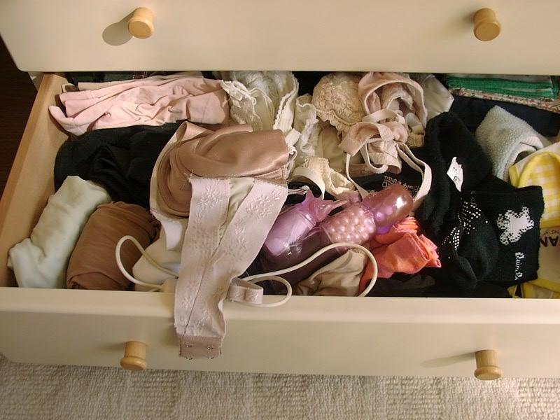 姉やイモウトのタンスから玩具やピンクローターを発見した写真がこちらです☆ 33枚