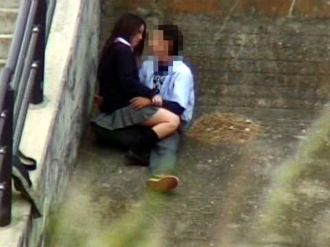 大自然の中や街中で激しく野外セックスしちゃうカップル達のエロ画像 36枚 No.5