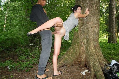 大自然の中や街中で激しく野外セックスしちゃうカップル達のエロ画像 36枚 No.23