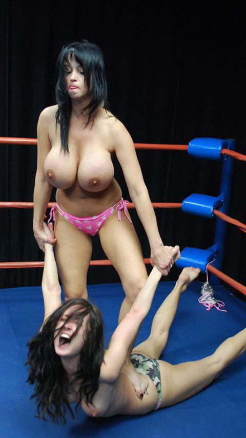 【海外】裸で相手を押さえつけるセクシーキャットファイト画像! 39枚 No.8