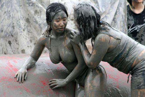 【海外】裸で相手を押さえつけるセクシーキャットファイト画像! 39枚 No.24