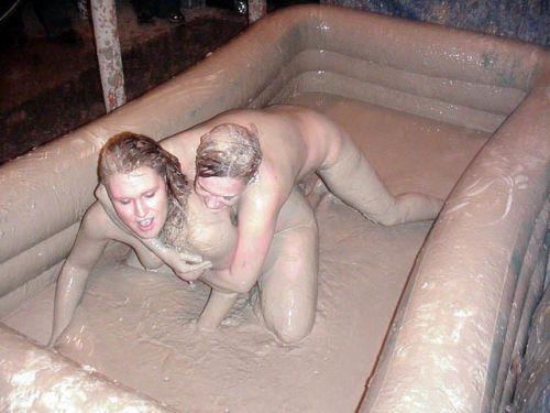 【海外】裸で相手を押さえつけるセクシーキャットファイト画像! 39枚 No.25