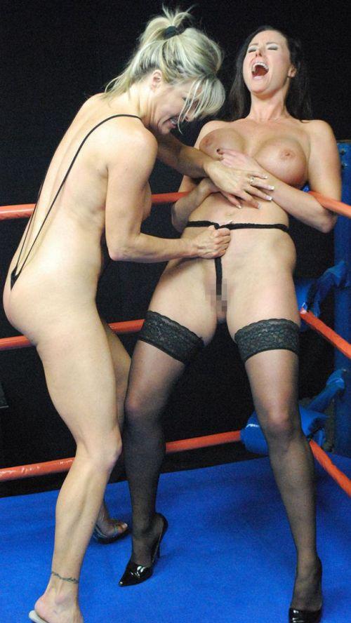 【海外】裸で相手を押さえつけるセクシーキャットファイト画像! 39枚 No.35