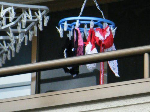 女性宅のベランダに干されたブラジャーやパンティを盗撮したエロ画像 32枚 No.31
