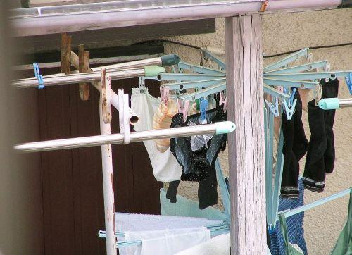 女性宅のベランダに干されたブラジャーやパンティを盗撮したエロ画像 32枚 No.32