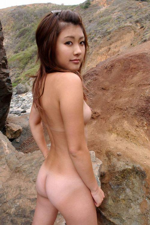 全裸で野外露出しちゃうハイレベルな変態女子のヌードエロ画像 37枚 No.29