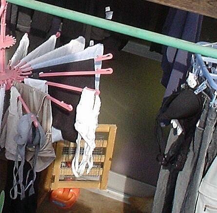 カラフルなパンティにエッチなブラジャー!外干し洗濯物盗撮画像 35枚 No.7