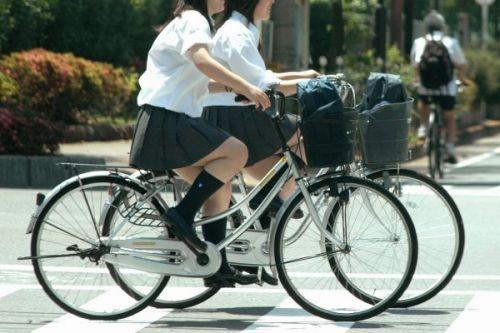 自転車通学中JKのお尻から見えちゃうパンチラを厳選したエロ画像 38枚 No.12