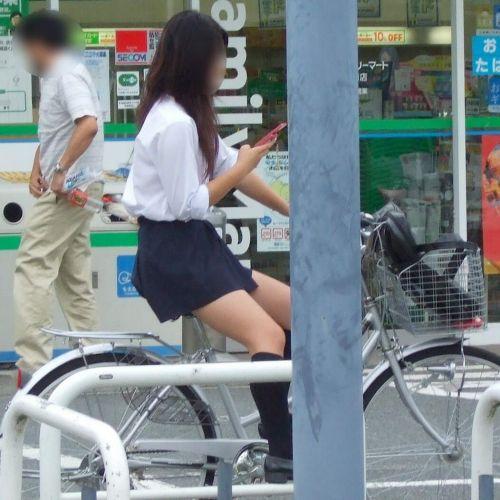 自転車通学中JKのお尻から見えちゃうパンチラを厳選したエロ画像 38枚 No.17