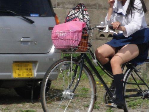 自転車通学中JKのお尻から見えちゃうパンチラを厳選したエロ画像 38枚 No.18