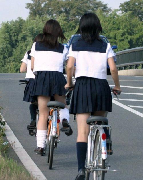 自転車通学中JKのお尻から見えちゃうパンチラを厳選したエロ画像 38枚 No.20