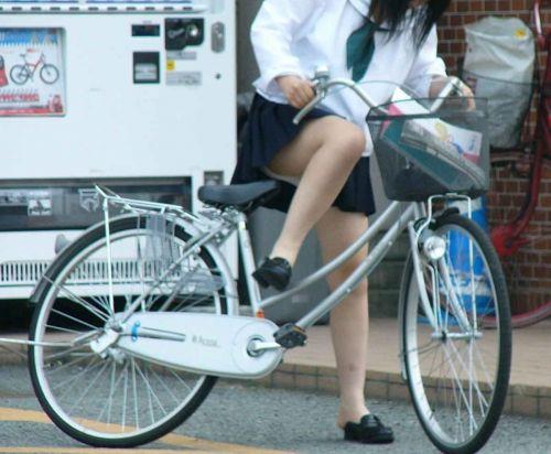 自転車通学中JKのお尻から見えちゃうパンチラを厳選したエロ画像 38枚 No.23