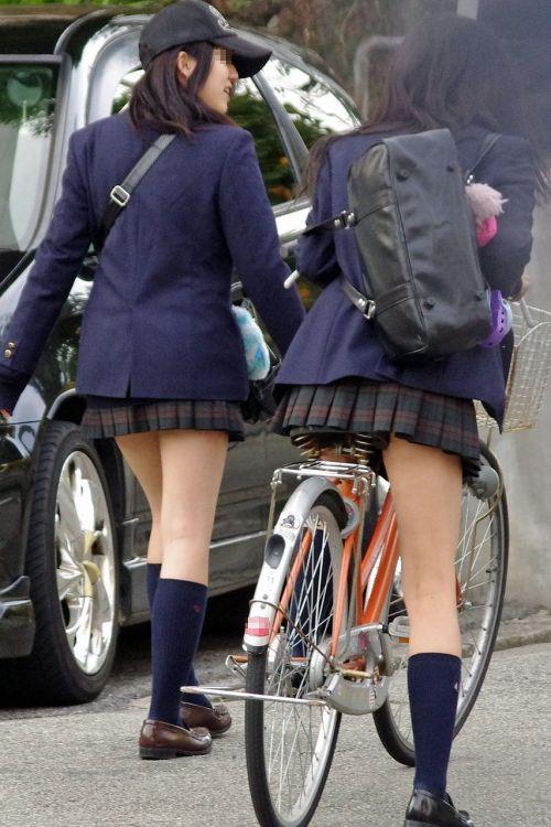 自転車通学中JKのお尻から見えちゃうパンチラを厳選したエロ画像 38枚 No.26