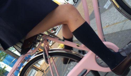 自転車通学中JKのお尻から見えちゃうパンチラを厳選したエロ画像 38枚 No.30
