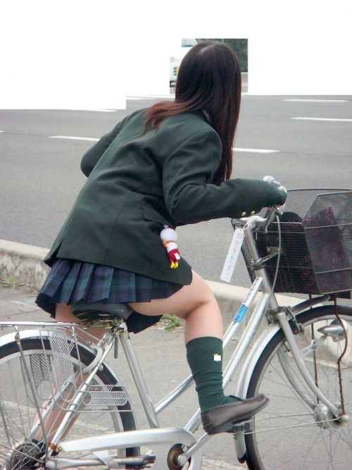 自転車通学中JKのお尻から見えちゃうパンチラを厳選したエロ画像 38枚 No.32