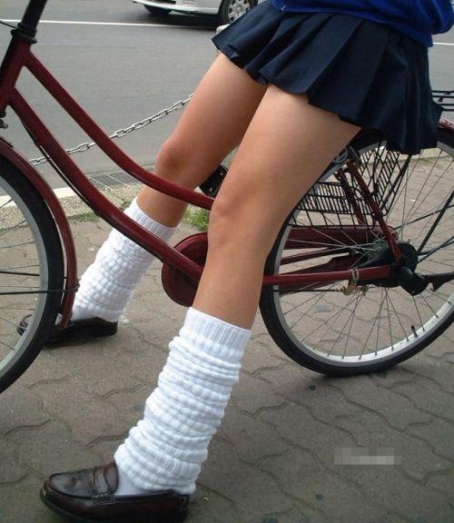 自転車通学中JKのお尻から見えちゃうパンチラを厳選したエロ画像 38枚 No.33
