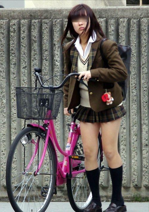自転車通学中JKのお尻から見えちゃうパンチラを厳選したエロ画像 38枚 No.34